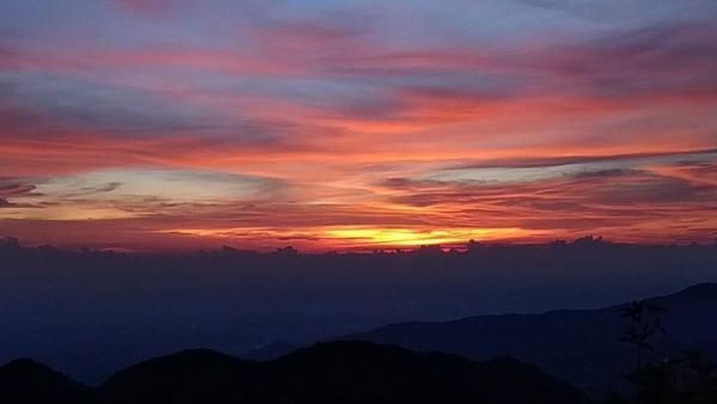 Pemandangan Indah dari Puncak Sibayak