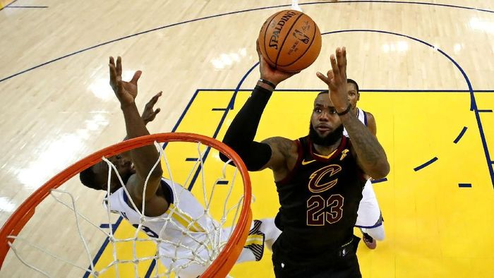 LeBron James bikin 51 poin tapi Cleveland Cavaliers kalah dari Golden State Warriors (Ezra Shaw/pool photo via USA TODAY Sports)