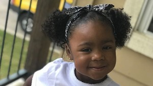 Aksi Menggemaskan Bocah 2 Tahun Lakukan Tutorial Perawatan Rambut