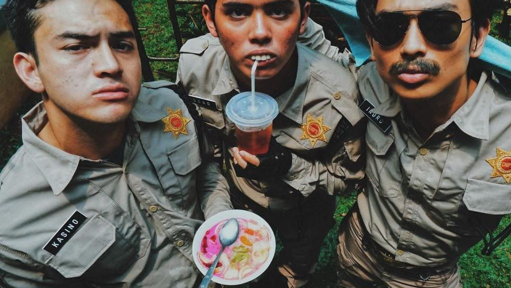 Intip 8 Gaya Rizky Nazar Saat Cicip Kue dan Piknik di Lokasi Syuting