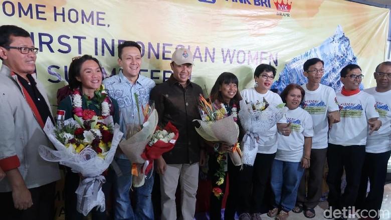Foto: Kepulangan Tim Indonesia Disambut Menpora, Imam Nahrawi (Bona/detikTravel)