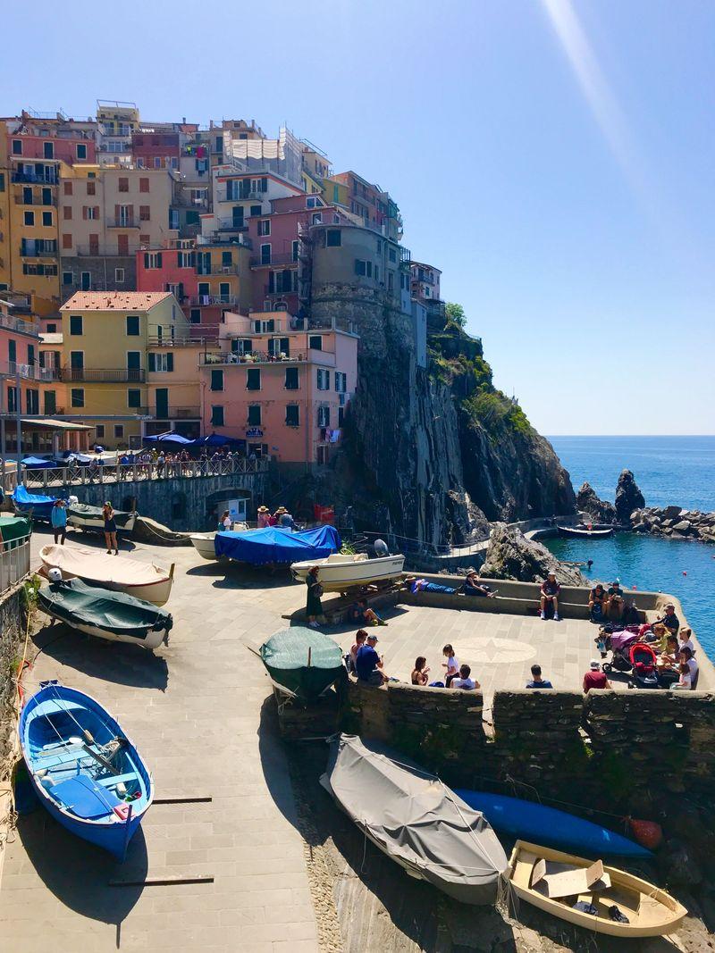 Selanjutnya, traveler bisa melanjutkan perjalanan untuk melihat Desa Manarola. Konon, Manarola merupakan desa tertua di antara kelima desa yang ada di Cinque Terre. (Innez Lawry/Istimewa)