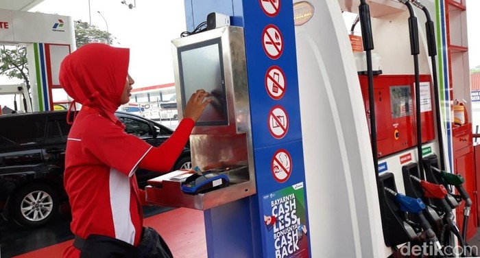 Cikampek - PT Pertamina (Persero) telah menerapkan pelayanan mandiri (self service) untuk beberapa SPBU di jalur Tol Trans Jawa. Agar mempermudah pelayanan, Pertamina juga telah menerapkan pembayaran secara non tunai atau cash less.