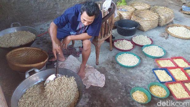 Produsen kue keciput di Jepara