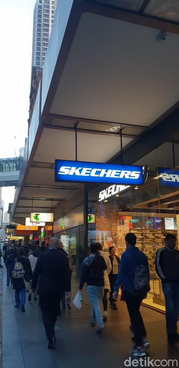 George Street pun berada di dekatnya. Berbagai outlet premium dengan harga miring bisa ditemukan di sini (Rivki/detikTravel)