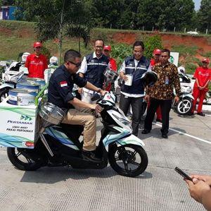 Berkacamata Hitam, Jonan Jajal Motor Wira-Wiri Pengangkut BBM