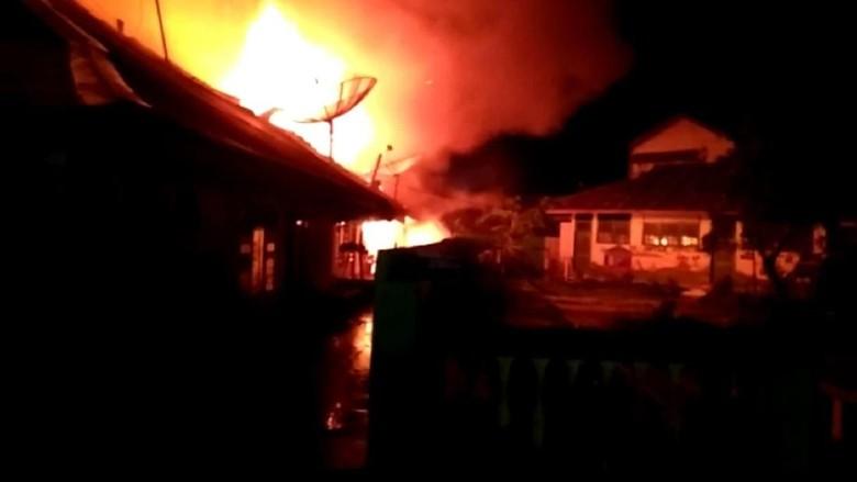 Diduga karena Mercon, 15 Rumah dan 5 Kios di Aceh Terbakar