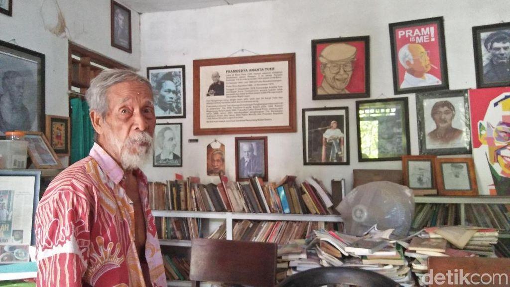 Kisah Soesilo Toer, Doktor yang Kini Memulung Sampah di Blora