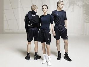 Rilis Baju Bola Jelang Piala Dunia, Eks Desainer LV Terinspirasi Punk