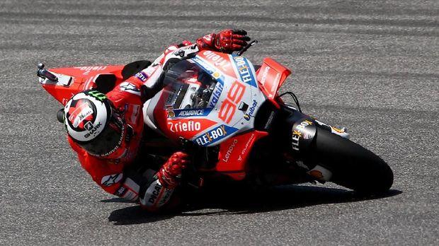 Jorge Lorenzo menjadi juara seri di MotoGP Italia 2018 dengan menunggangi motor Ducati.
