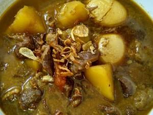 Resep Semur Daging dan Kentang yang Mantap Bumbunya