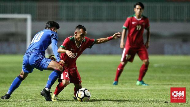 Riko Simanjuntak saat memperkuat Timnas Indonesia menghadapi Thailand. (