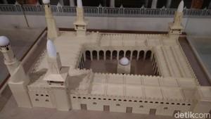 Foto: Miniatur Kabah dan Masjid Nabawi Ada di Garut!
