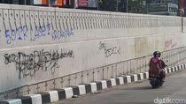 Polisi Buru Pelaku Vandalisme di Underpass Mampang-Kuningan