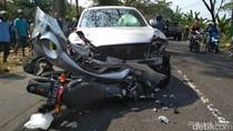 Mobil Tabrak 3 Motor di Magetan, 1 Orang Tewas 3 Terluka