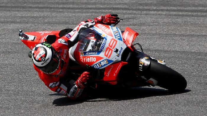 Jorge Lorenzo meraih kemenangan lagi di pentas MotoGP setelah finis pertama di seri Italia. (Foto: Alessandro Bianchi/Reuters)