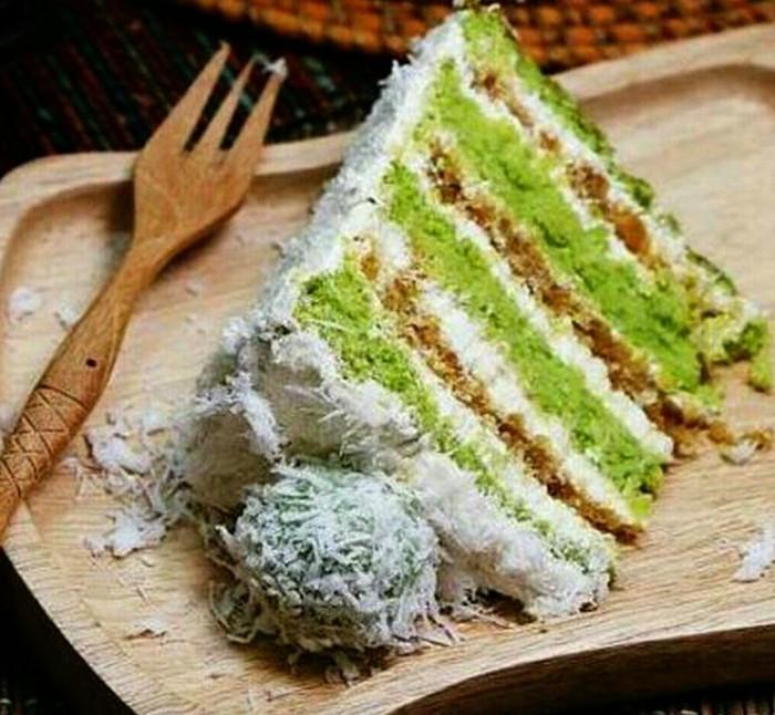 Beberapa tahun terakhir, kue rasa dessert Indonesia jadi tren. Salah satu rasa terpopuler adalah klepon. Kue diselingi gula merah dan diberi taburan kelapa, seperti kreasi @cake_delicieux ini. Foto: Instagram