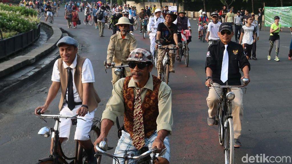 Foto: Barisan Ontel Jadul Turut Memeriahkan Hari Sepeda Sedunia