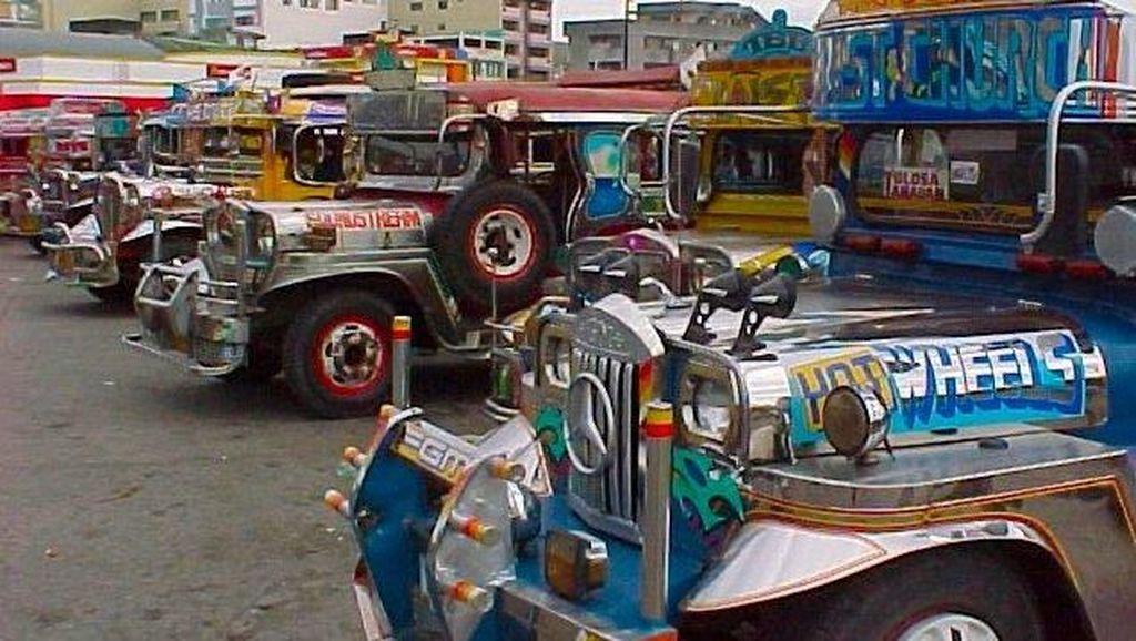 Sopir Angkot Ganti Gigi Mobil Pakai Kaki