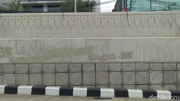 Pasukan Oranye Beraksi, Underpass Mampang Bersih Lagi dari Coretan