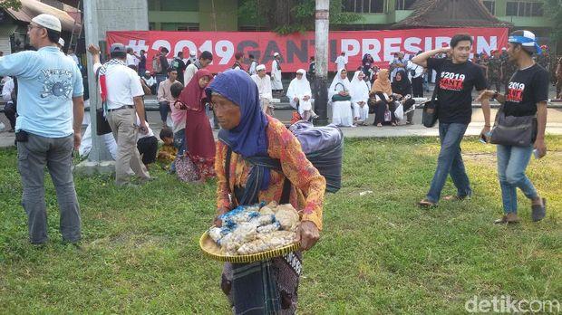 Spanduk #2019 Ganti Presiden Terpasang di Alun-Alun Yogya