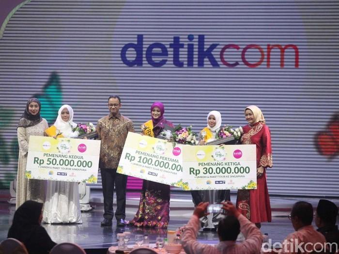 Gubernur DKI Jakarta Anies Baswedan Berfoto Bersama Para Pemenang Sunsilk Hijab Hunt 2018.Foto: Pradita Utama/Detikcom