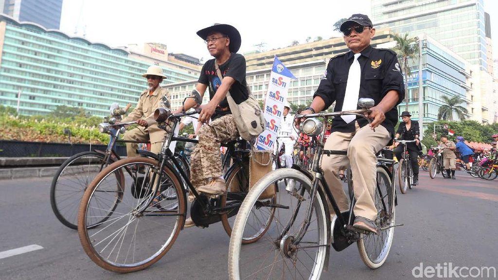 Gowes Jadul  di Hari Bersepeda Internasional