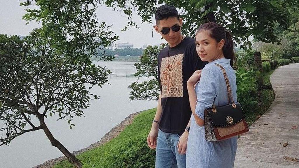 Mikha Tambayong Gandeng Pacar di Resepsi Nadine dan Dimas