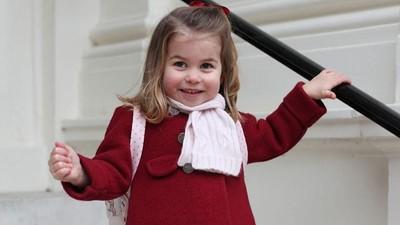 Begini Ramahnya Putri Charlotte Saat Bertemu Tamu