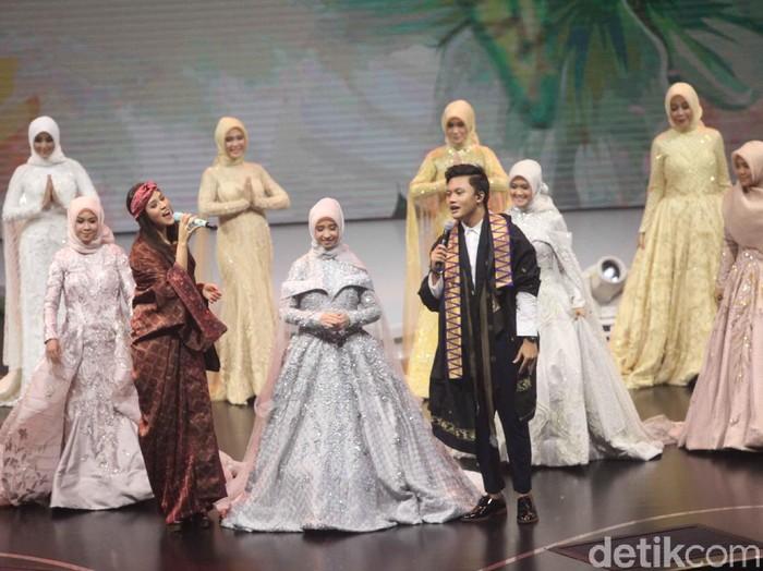 Raisa dan Rizky Febian di Grand Final Sunsilk Hijab Hunt 2018. Foto: Pradita Utama/Detikcom