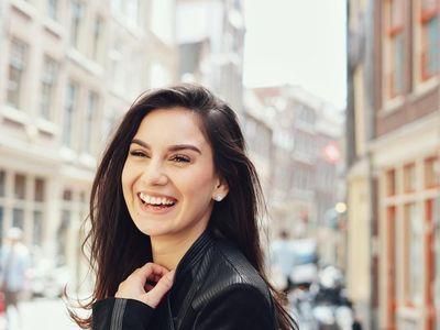 Foto: Asyiknya Si Cantik Irish Bella Liburan ke Eropa