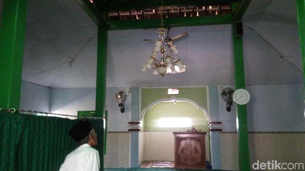 Bagian dalam Masjid Baiturohim.