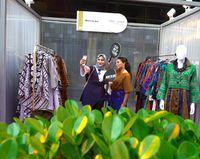 Desainer More to See Jessica Febriani dari Indonesia.