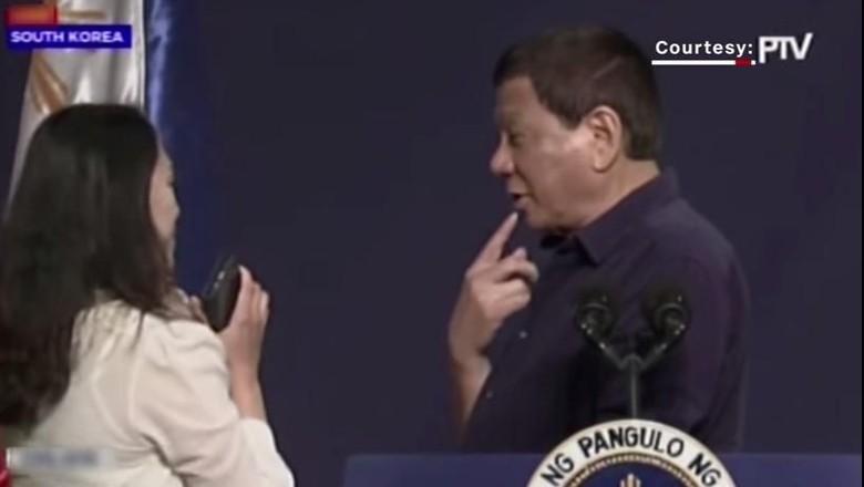 Cium Bibir Wanita di Korsel, Duterte: Semua Menikmatinya