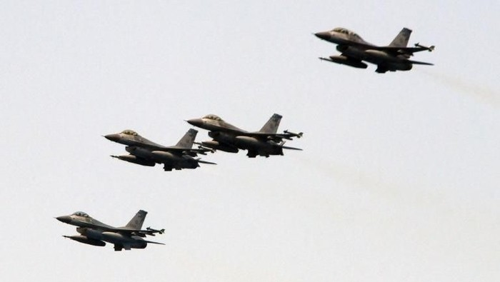 (FILES) In this file photo taken on April 13, 2018, four US-made F-16 fighter jets fly in formation during a drill near the Suao navy harbour in Yilan, eastern Taiwan.
