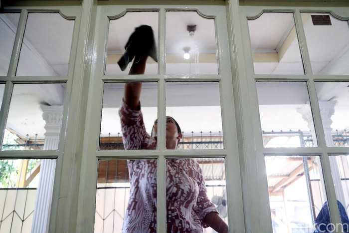 Permintaan jasa Asisten Rumah Tangga (ART) jelang lebaran terus meningkat. Tarif para ART ini bisa mencapai RP 150-350 ribu per hari.