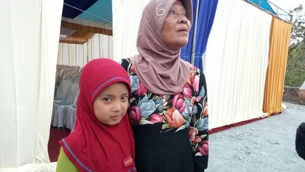 Tangis Anak Yatim Ini Mengalir Saat dapat Rezeki Ramadan