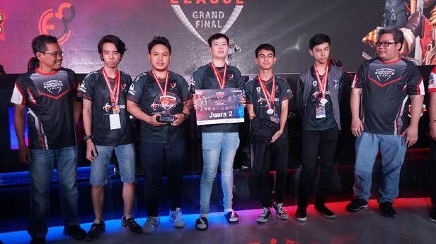 Juara dua Elite8 Esports.