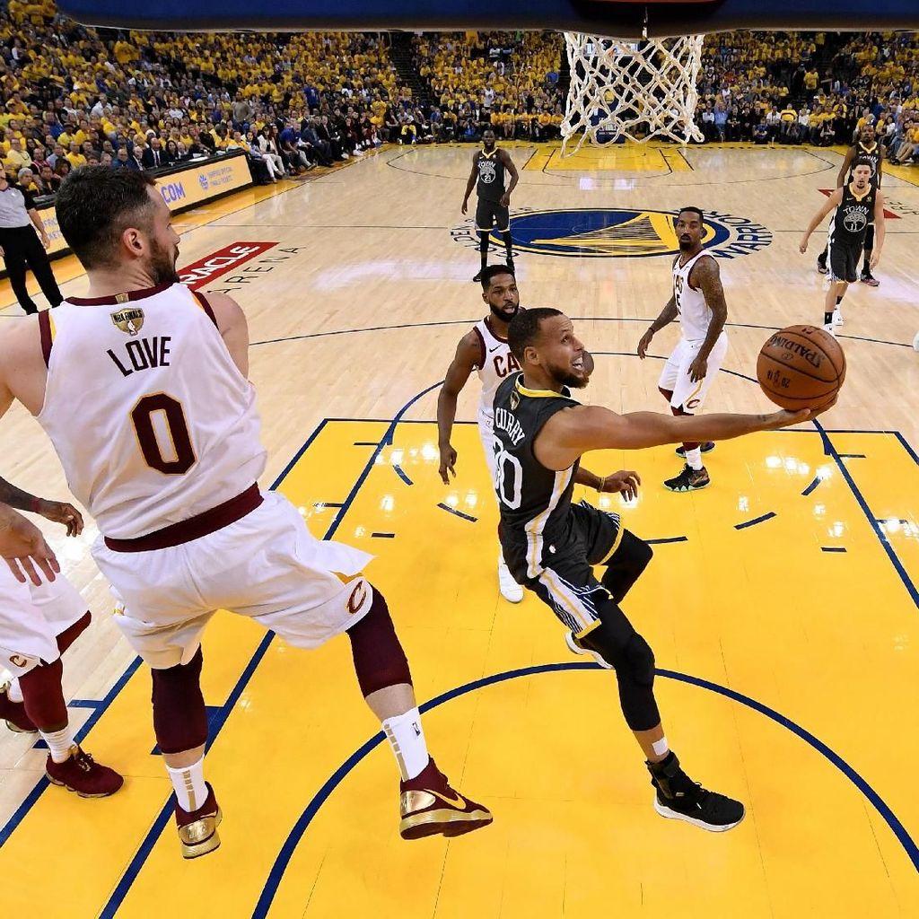 Curry Pecahkan Rekor, Warriors Kembali Bungkam Cavaliers di Final