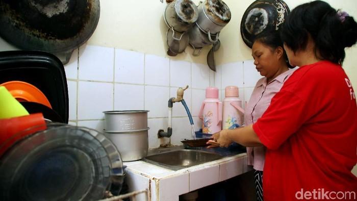Permintaan jasa Asisten Rumah Tangga (ART) jelang lebaran terus meningkat. Tarif para ART ini bisa mencapai RP 150-350 ribu per hari. (Foto: Grandyos Zafna)