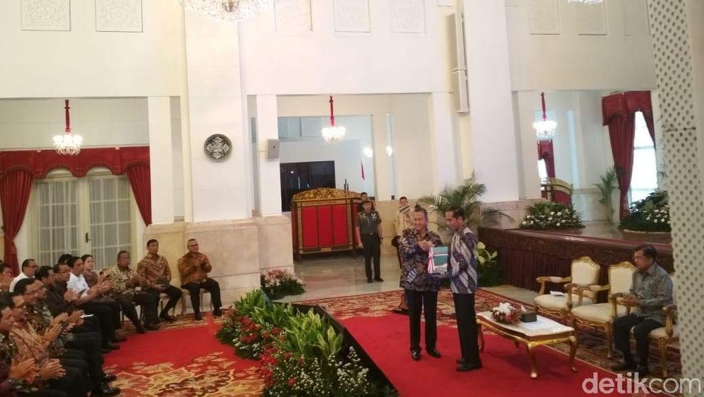 BPK Serahkan Hasil Pemeriksaan Keuangan Pemerintah ke Jokowi