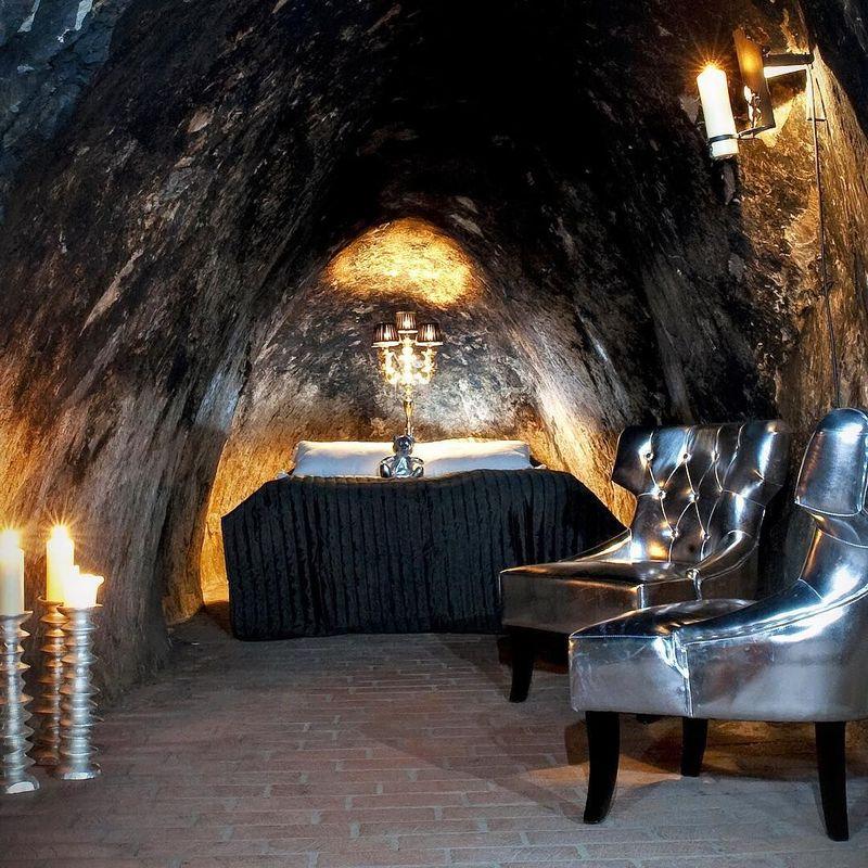 Sala Silver Mine Hotel Suite merupakan penginapan mewah yang letaknya di Kota Sala, Swedia. Uniknya hotel ini berada di area bekas tambang. (egome/Instagram)