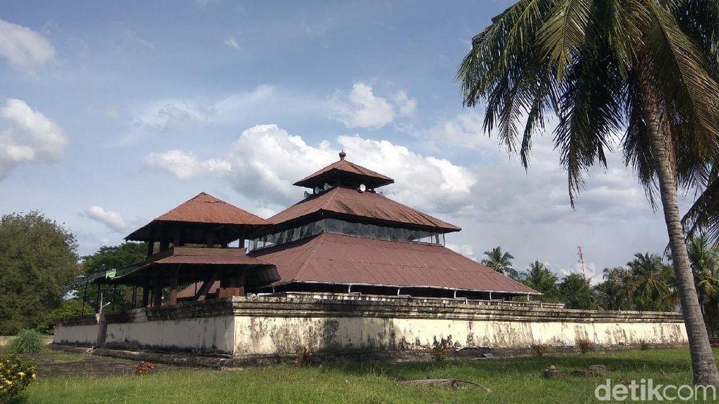 Kisah Masjid yang Dibangun di Atas Reruntuhan Candi