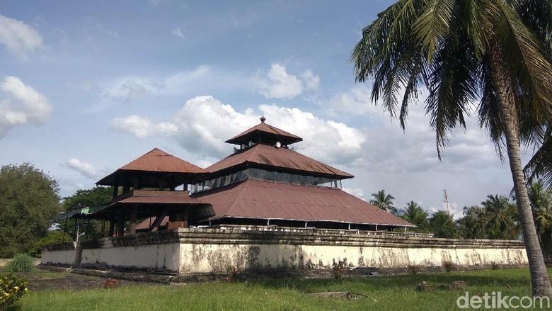Foto: Masjid Tuha Indrapuri di Keude Indrapuri, Kabupaten Aceh Besar, Aceh (Agus Setyadi/detikTravel)
