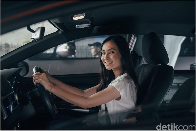 Ilustrasi menyetir mobil. Foto: Garda Oto