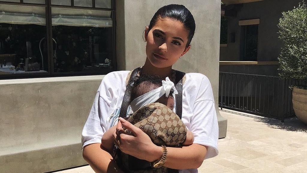 Stormi Dibully di Media Sosial, Kylie Jenner Ketakutan