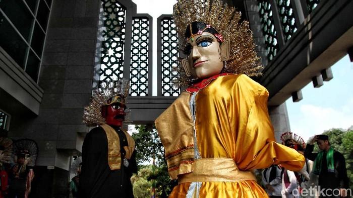 Memeriahkan Ramadan, sejumlah warga melakukan atraksi seni budaya Betawi di Jakarta Islamic Centre, Jakut. Penasaran seperti apa keseruannya?