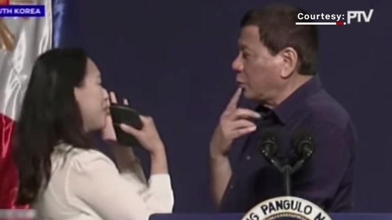 Buntut Cium Bibir Wanita di Korsel, Duterte Siap Mundur Asal...