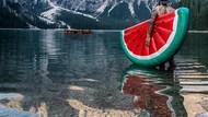 Wow! Traveller Ini Ajak Balon Semangka Kesayangannya Keliling Dunia