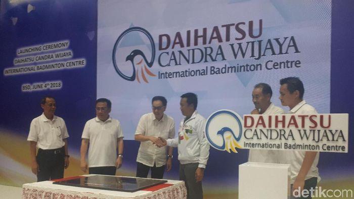 Candra Wijaya saat peresmian Candra Wijaya International Badminton Centre. Foto: Mercy Raya/detikSport